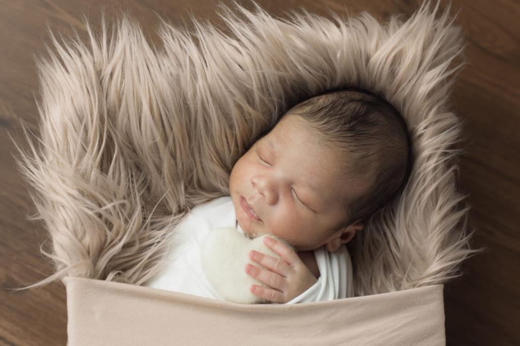 nouveau-né dans son lit