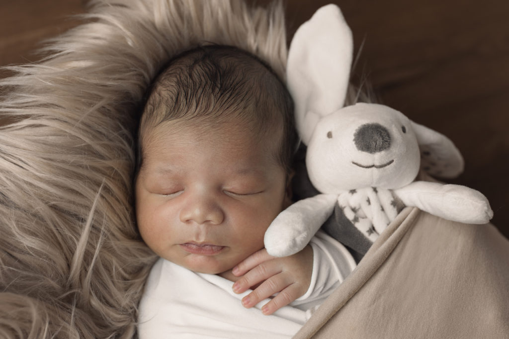 bébé et son doudou au studio