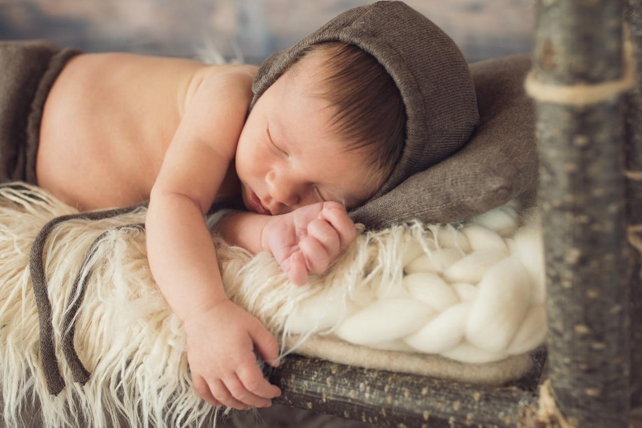 séance photo bébé avec bonnet