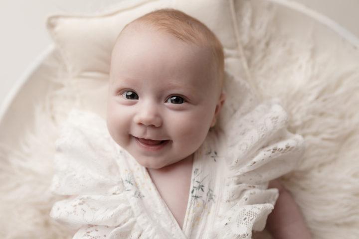 photo bébé doux et lumineux